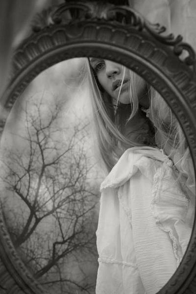 7092b6859c2aaccaee379d248d79b571--mirror-photography-creepy-photography